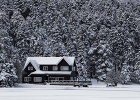 Proč je dobré nepodcenit zabezpečení chalup v zimním období